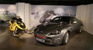Aston-Martin-V12-Vanquish-Bombardier-MX-Z-Rev-Ski-doo-Die-Another-Day-2002S