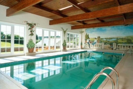 Houses with swimming pools for private hire in the uk - Houses in england with swimming pools ...